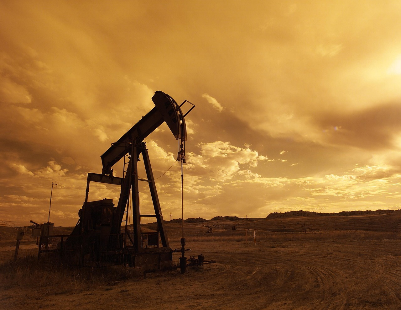 What key technologies are advancing oil and gas drilling?